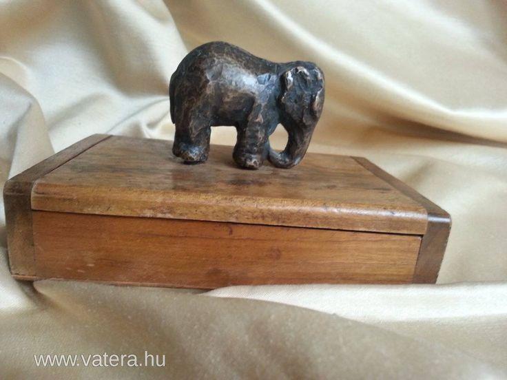 Antik bronz elefánt fa dobozon - 501 Ft - Nézd meg Te is Vaterán - Szobor - http://www.vatera.hu/item/view/?cod=2271937580