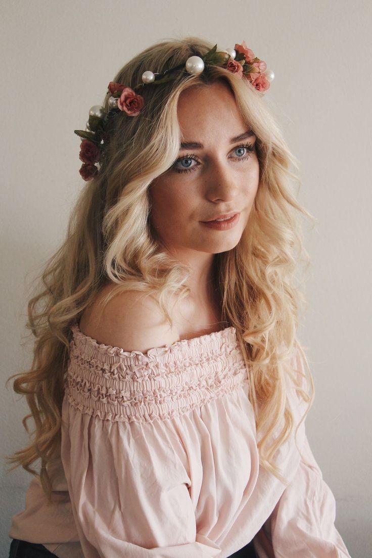 """Sofie Tilli - Sofie Tilli Jonsson är 23 år gammal och i hennes blogg får vi läsa om de senaste skönhetstrenderna, inspireras av fina frisyrer och vardagen i """"The Big Apple"""" där hon studerar Fashion Business på Manhattan. Utöver bilder på fina skylines, fiskbensflätor och gula taxibilar vill hon också uppmuntra unga tjejer att följa sina drömmar. Är du nyfiken på livet i New York eller vill veta mer om det senaste inom mode och skönhet? Då har du kommit helt rätt!"""