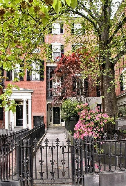 6/11/14. Photo of the day goes to Lizzie Roberts for her beautiful photo of Beacon Hill in #Boston, Massachusetts. #travel
