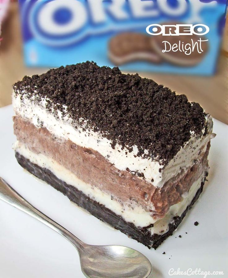 Oreo Delight with Chocolate Pudding (Wonder what this would taste like with  real whipped cream, homemade chocolate pudding and a cannoli filling with the oreo bottom crust and oreo sprinkles on top, mmm... http://cakescottage.com/2014/06/04/oreo-delight-chocolate-pudding/