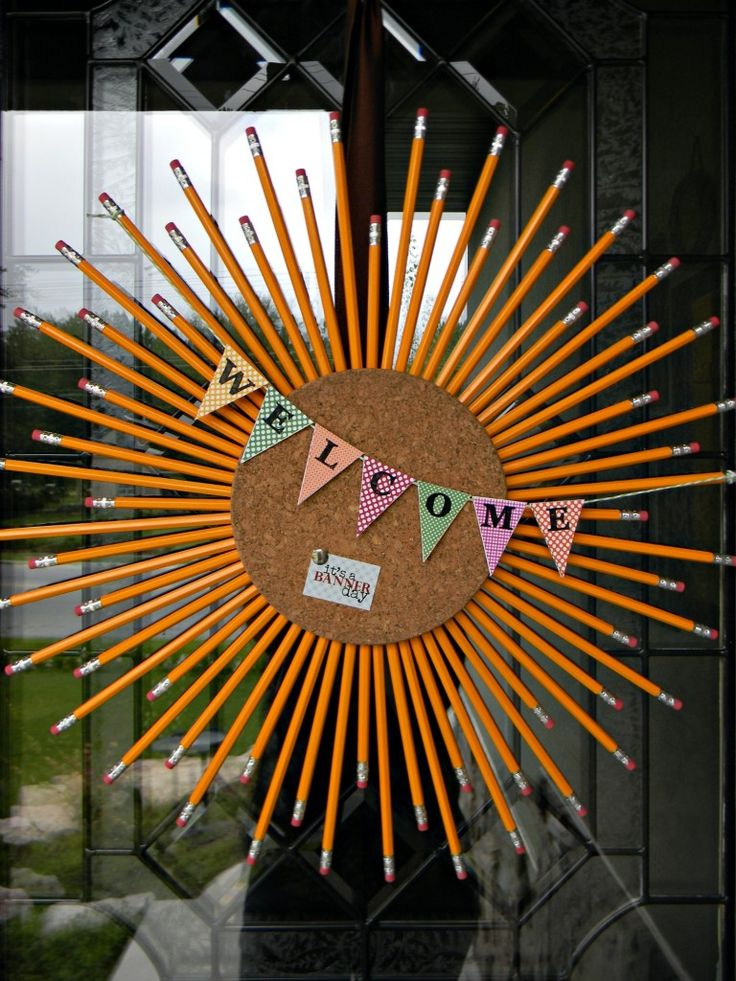 This would be so fun for a classroom door...especially on meet-the-teacher nights.