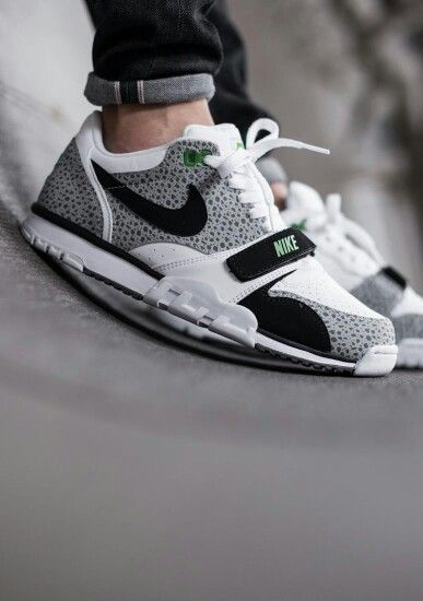 Last Spring, Nike Sportswear dropped the Air Trainer 1 Low in a very 1987  look that featured a blend of the classic Chlorophyll colorway (native to  the Air