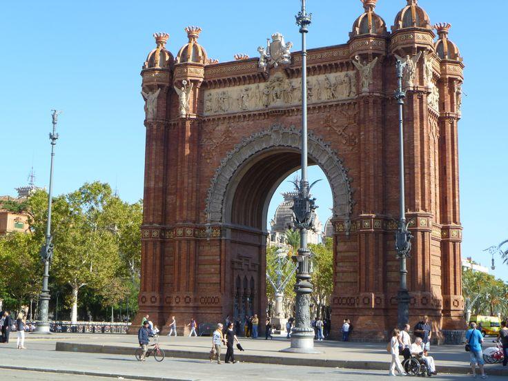 Arc de Triomf er et bueforma byggverk i Barcelona, Catalonia. Buen ble bygd for verdensutstillinga i 1888, som hovedinngang til utstillingsområdet. Den er tegna av arkitekten Josep Vilaseca i Casanovas