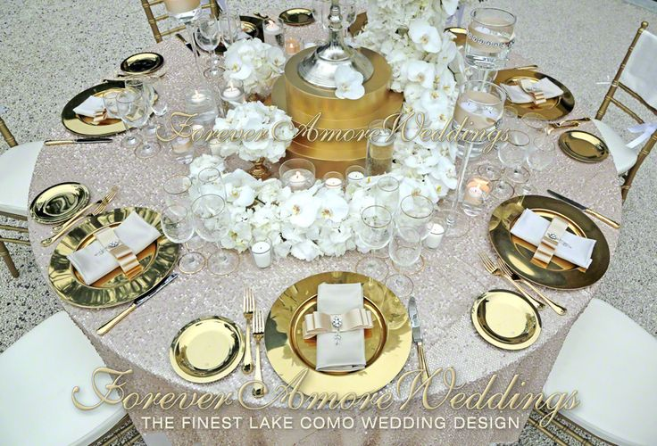Golden set up for wedding reception at Villa Balbianello Event by www.foreveramoreweddings.com #lakecomoexclusiveweddings #foreveramoreweddings #lovelakecomo #weddinglakecomo