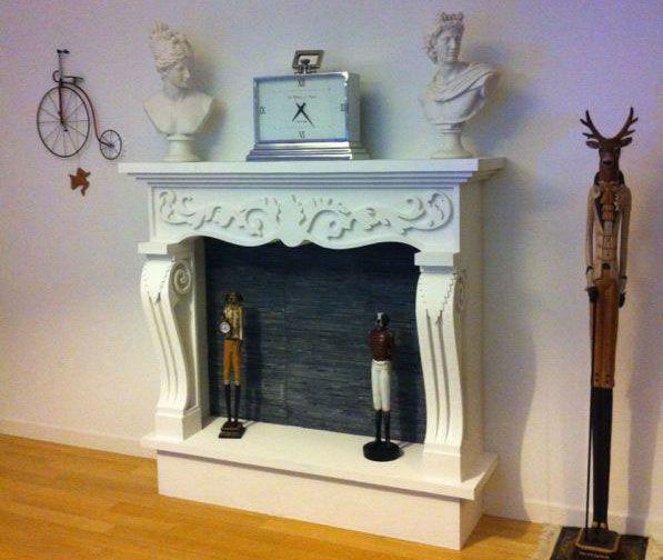 Faux fireplace Finti camini decorativi in polistirolo e resina. Disponibili su www.materik.it #caminofinto #caminifinti #caminoclassico