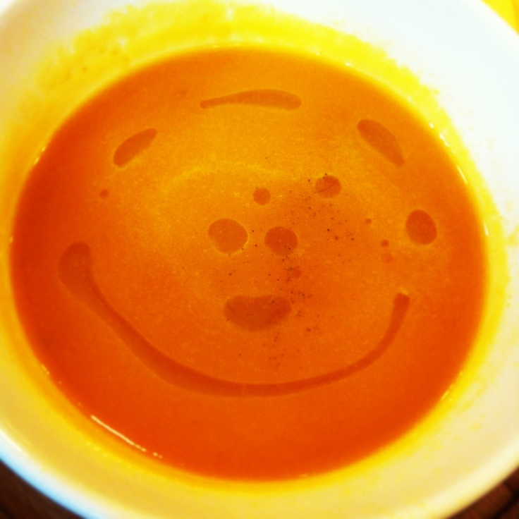 la zuppa di carote sorride, oh passion / my carrot soup is smiling, mom :)