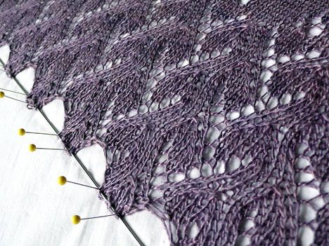 knitting lace: Knit Crochet, Lace Patterning, Blocking Lace, Knitting Ideas, Knit Knack, Color Purple, Kniterly Yumminess