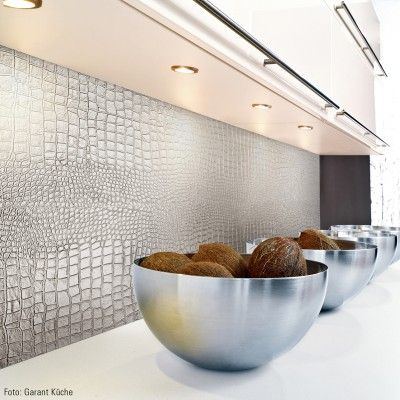 SIBU Design - disponible chez Quincaillerie Richelieu. Même feuille que celles utilisées en croco blanc par Marie-Christine Lavoie dans Ma maison, Mon design.