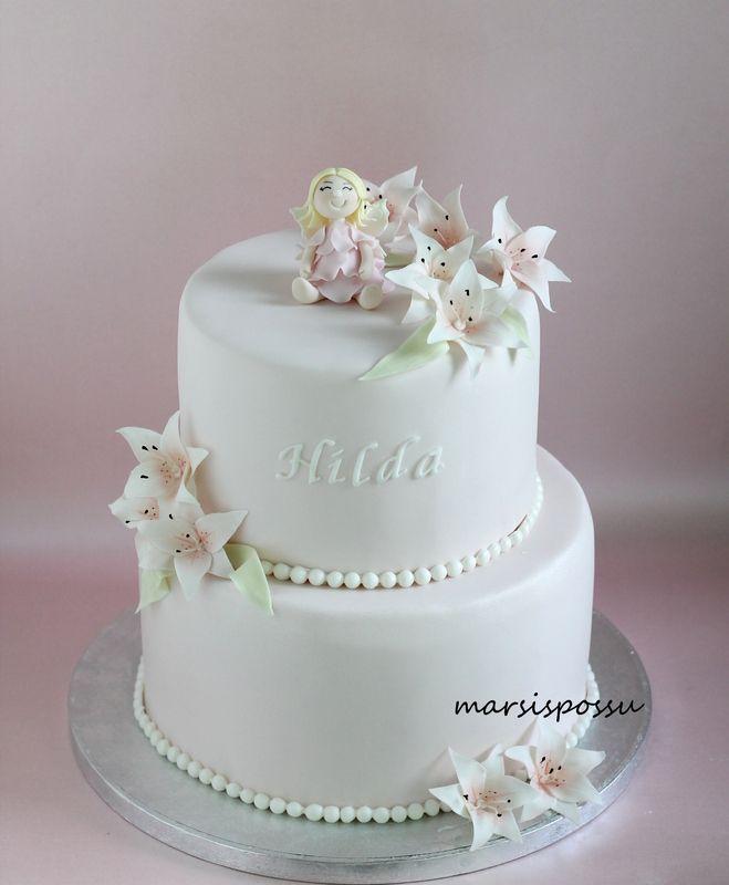 Marsispossu: Ristiäiskakku liljoilla, Christening cake
