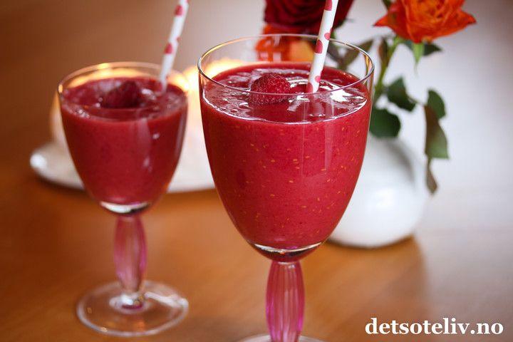Rød supersmoothie med tranebærjuice og bringebær
