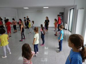 Scoala de dans si timpul liber al copiilor nostri. Merita sa investim?