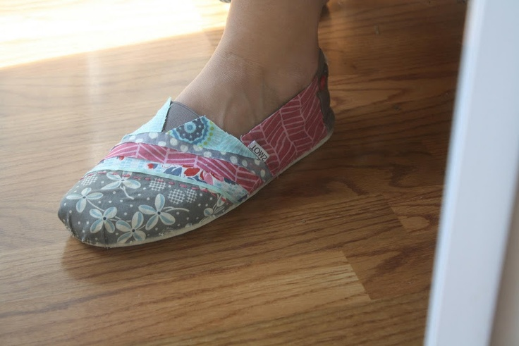 @Emily Schoenfeld Schmitt You could do this with all  your refashion scraps!! Handmade Homemaker: DIY Fabric Covered TOMS Tutorial