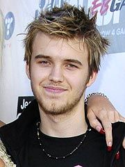 Daniel Wayne Smith January 22, 1986- September 10, 2006 Daniel Wayne Smith was the son of the American model and actress Anna Nicole and Billy Wayne Smith. He infrequently appeared in his mother's E! Network reality TV show, The Anna Nicole Show. Daniel Smith accidentally overdosed on methadone, Zoloft and Lexapro.