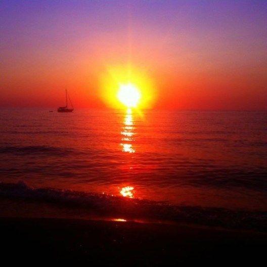 Spiaggia di Piscinas in Sardegna. Giuro che lo foto non è modificata, era il 2012 e non sapevo neanche cosa fosse un filtro! :)    http://www.wanderlustblog.net/i-miei-tramonti-in-viaggio-piu-belli/