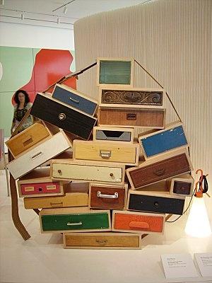 """RECUPERATION  """"Chest of drawers"""" 1991   Tiroirs empilés en bois  et sangle en cuir.  Droog Design"""