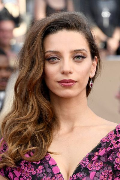 Actor Angela Sarafyan attends The 23rd Annual Screen Actors Guild Awards at The Shrine Auditorium on January 29, 2017 in Los Angeles, California. 26592_008