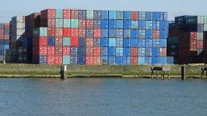 El transporte más utilizado para traer mercancías desde China es el transporte marítimo, porque representa un transporte mas económico y seguro, esto ultimo gracias a los contenedores marítimos. - See more at: http://ferias-internacionales.com/blog/caracteristicas-e-importancia-de-los-contenedores-maritimos/#sthash.enLXAnpM.dpuf