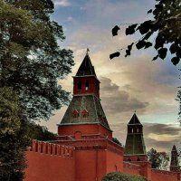 У южной стороны Кремля...