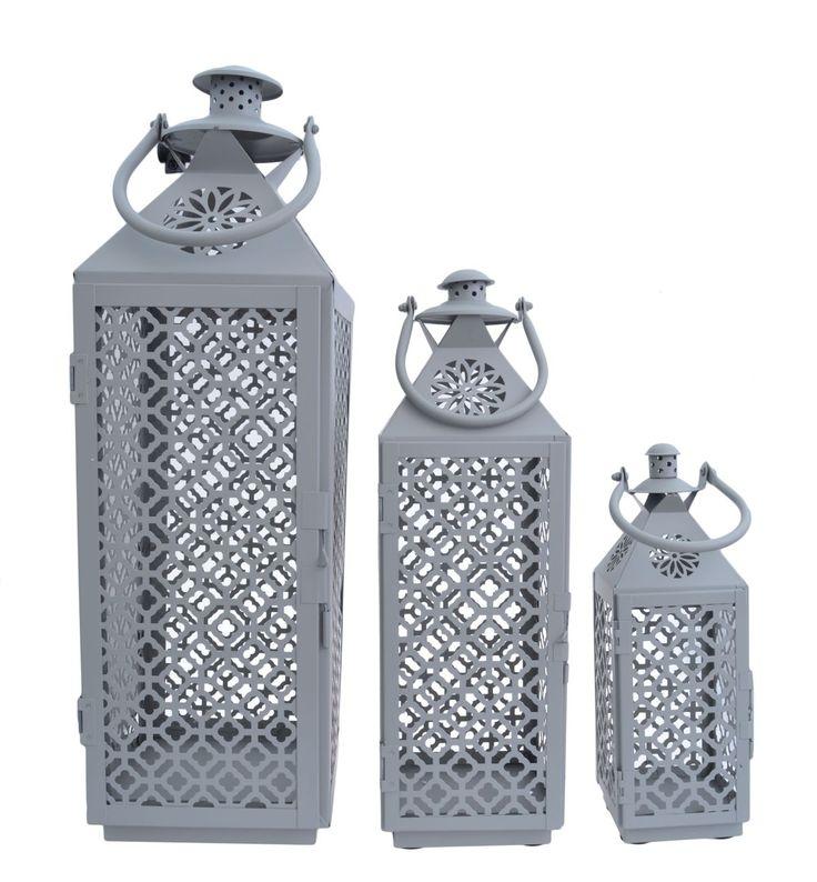 Komplet 3 metalowych latarni w kolorze szarym ażurowe z uchwytami. Latarnie o wysokości 60, 44 i 30 cm. Idealne do dekoracji i wystroju wnętrza w domu lub w ogrodzie. Cena dotyczy kompletu 3 szt .
