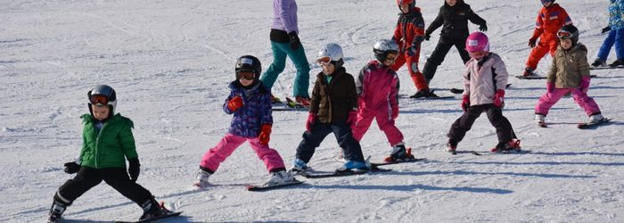 Sichern Sie sich noch schnell einen Platz im Skikurs für Ihre Kinder! (C) Schischule Wenigzell