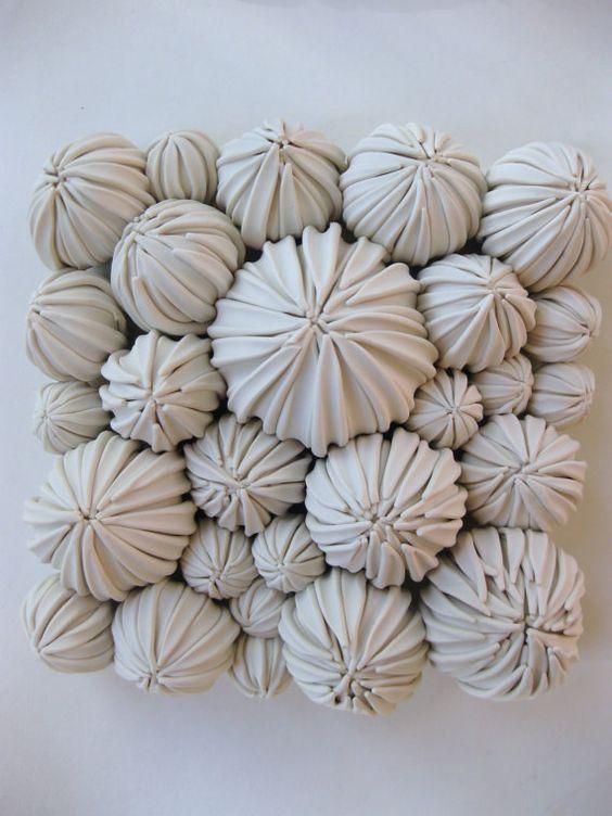 De nieuwste succulente tegel in de serie. Deze cluster van peulen is een schoonheid in persoon!  Grootte: 6 plein Kleur: wit: