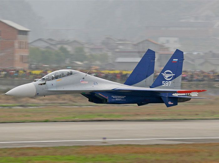 Sukhoi Su-30LL doing an extremely low flypast in China, piloted by Anatoli Kvotchur.
