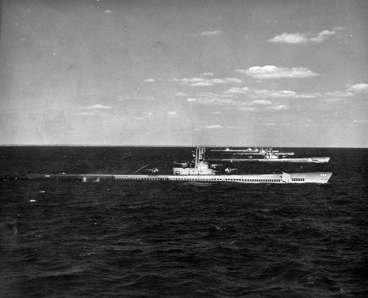 CV-16   Gato Class US Navy submarines - 1945