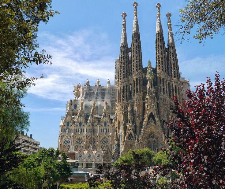 Viens découvrir les splendeurs architecturales de la ville de Barcelone tout en passant des moments extraordinaires entre amis !