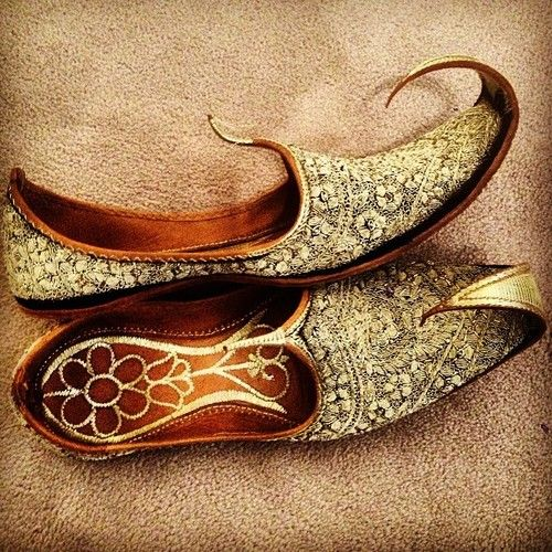 Groom's shoes. #Shoes | #IndianWeddings | #Tradition