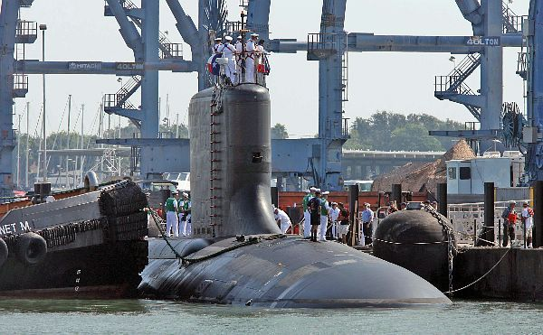 Galveston, Texas (Sept. 4, 2006) - The Virginia-class attack submarine USS Texas (SSN 775) arrives in Galveston, Texas, for her commissioning on Saturday, September 9, 2006. Texas, the second of the Virginia-class submarines designed after the cold war specifically for the challenges of the 21st century. U.S. Navy photo by Mass Communication Specialist 2nd Class Roadell Hickman (RELEASED)