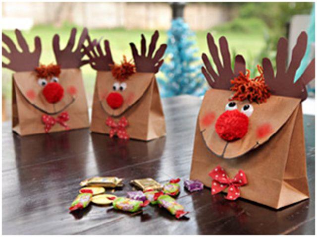 """<img src="""" alt=""""32 Bolsitas de dulces en forma de reno."""" title=""""Bolsitas de dulces en forma de reno."""" /> Materiales: Bolsa de papel Cartulina color marrón Ojos Pompón r..."""