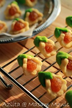 rolled, cut spritz-type dough filled with a dense fruit jam - recipe in Malaysian - Google Search