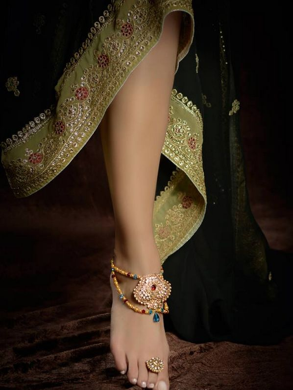 Payal from Lotus London indian anklet and toe ring