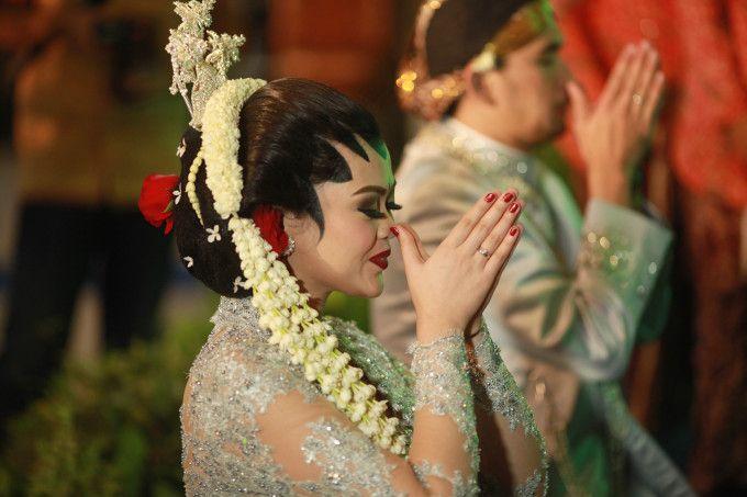 An Elegant Traditional Wedding In Yogyakarta | http://www.bridestory.com/blog/an-elegant-traditional-wedding-in-yogyakarta