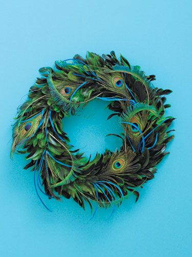 21 Quick and Pretty Holiday Decorating Ideas: Feathered wreath