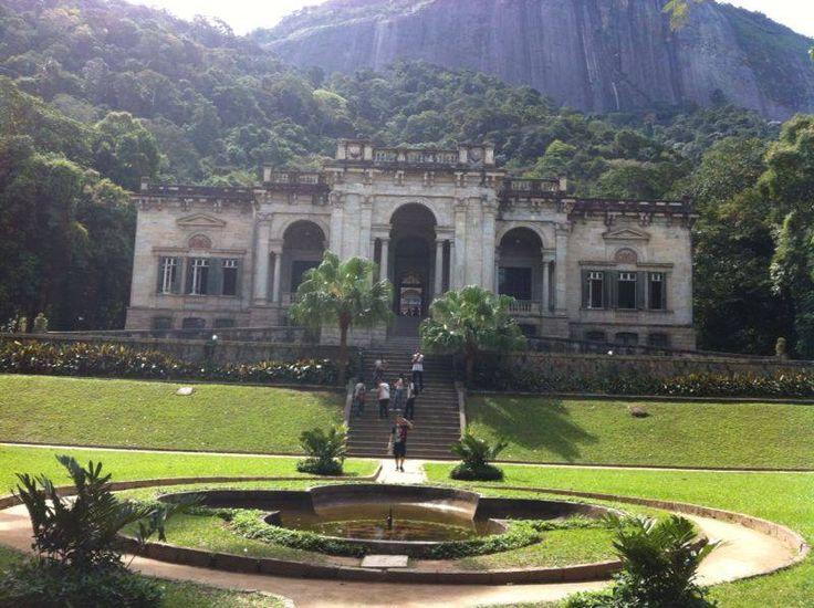 Parque Lage, localizado aos pés do morro Corcovado,no Rio de Janeiro, lugar lindo, imponente, inspirador.