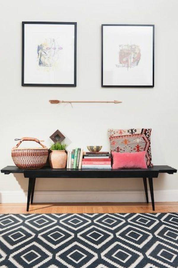 schwarzer Sitzbank aus Holz