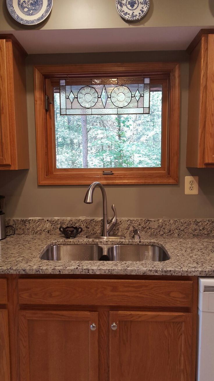Best Granite To Tie Together Oak Cabinets And White Appliances Blanco Tulum Granite Gettysburg Gr Honey Oak Cabinets Kitchen Remodel Countertops Oak Cabinets