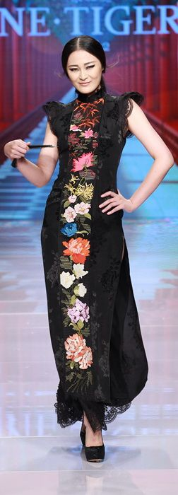 """On October 25, the 2016 """"Qing·Qipao"""" Haute Couture Fashion Show organized by NE·TIGER, a top fashion brand in China"""