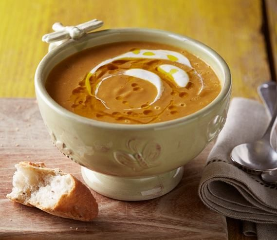 Polévka z pečené mrkve ochucená zázvorem
