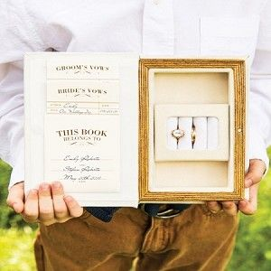 Rustic Chic Wedding Ceremony Vow & Ring Box. I love this. Boxes have an important meaning for me.