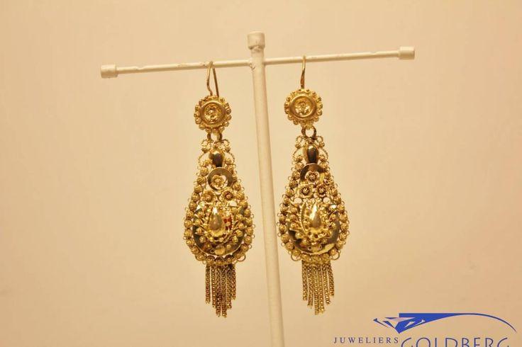 Antique 14 carat gold filigrain earrings. - Goldberg Juweliers http://www.goldbergjuweliers.nl/nl/antieke-14k-gouden-filigrain-oorhangers.html