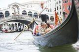 100 WAYS TO SAY I LOVE YOU IN ITALIAN Couple on a gondola in Venice, Italy