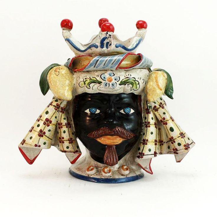 Testa in ceramica di Caltagirone Uomo con applicazione Limoni e Foglie. Vendibili anche a coppia.   Dim. : Largh. cm 28, Prof. cm 18, H. cm 26.