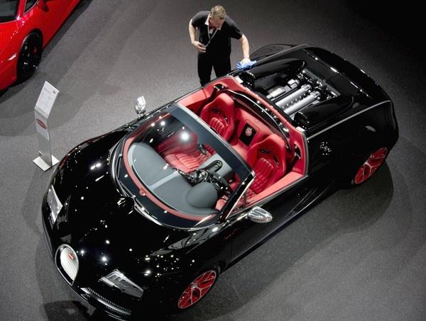Bugatti Veyron - Top Speed 253 mph