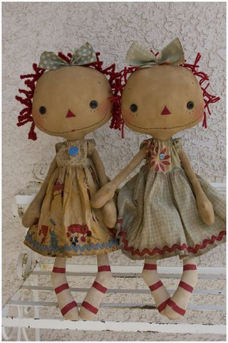 Twins...sew cute.  (aaaawwww....i love these raggedy annies!)...