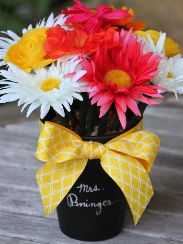love this for a teacher gift . . . How to Make a Flower Pen Bouquet - on HGTV