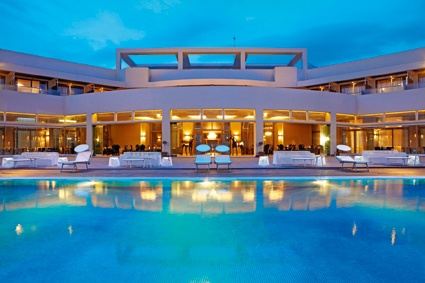 Astir infinity pool and lounges