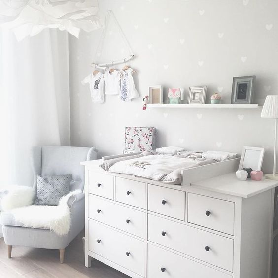 Kinderzimmer Ikea Hemnes Wickeltisch You are in the right place about baby room decor bear Here we offer you the most beautiful pictures about the … Baby Bedroom, Baby Boy Rooms, Baby Boy Nurseries, Baby Room Decor, Kids Bedroom, Baby Wallpaper, Room Wallpaper, Wallpaper Ideas, Neutral Wallpaper