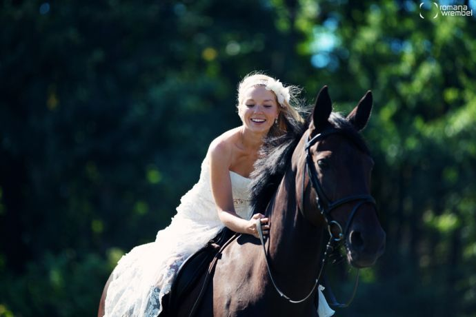 ♥ romantic wedding photos in the stables
